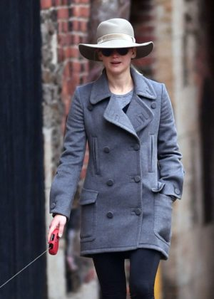 Jennifer Lawrence - Walking her dog in NYC