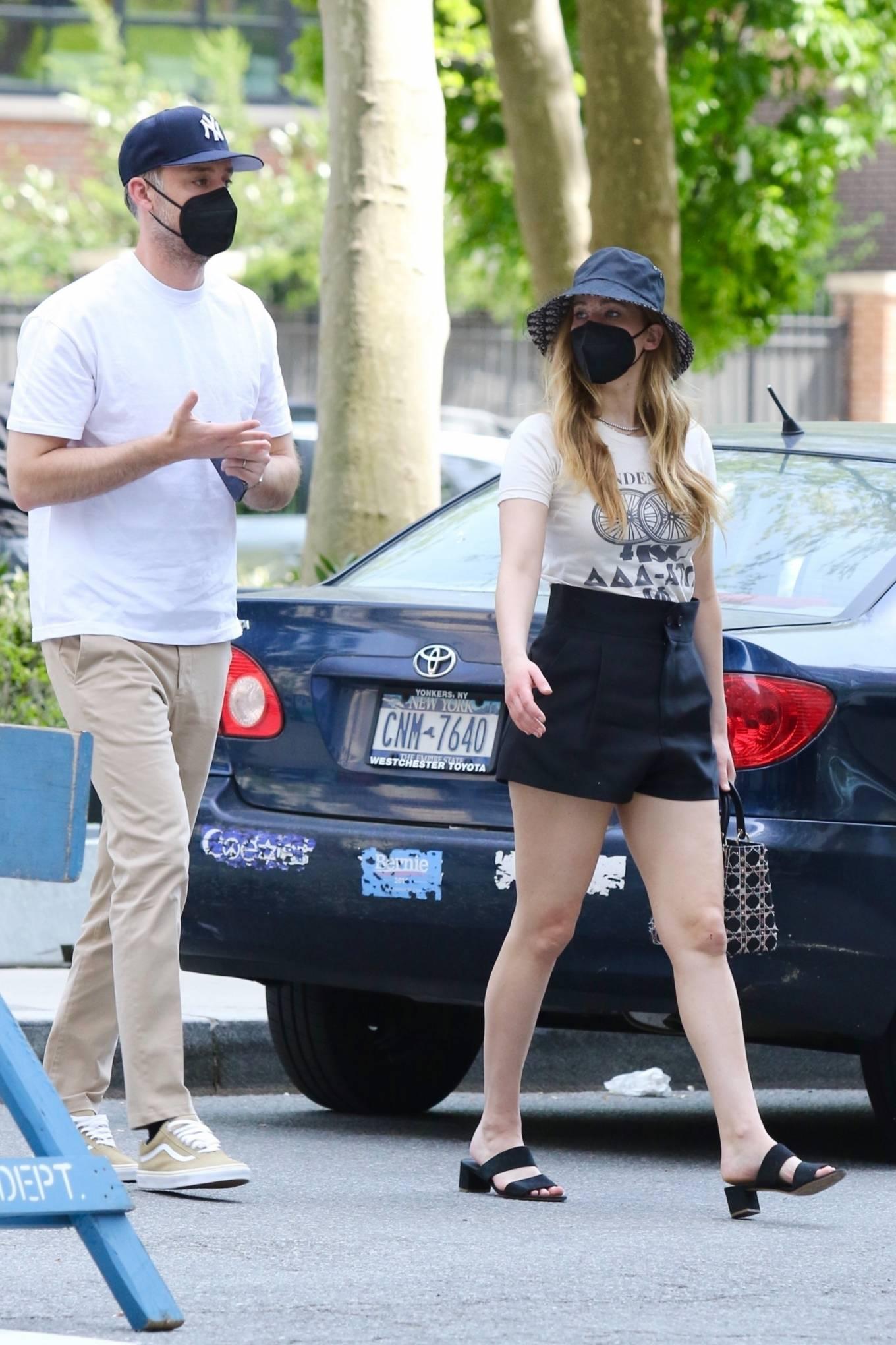 Jennifer Lawrence 2021 : Jennifer Lawrence – With husband Cooke Maroney in Manhattan's Soho area-01