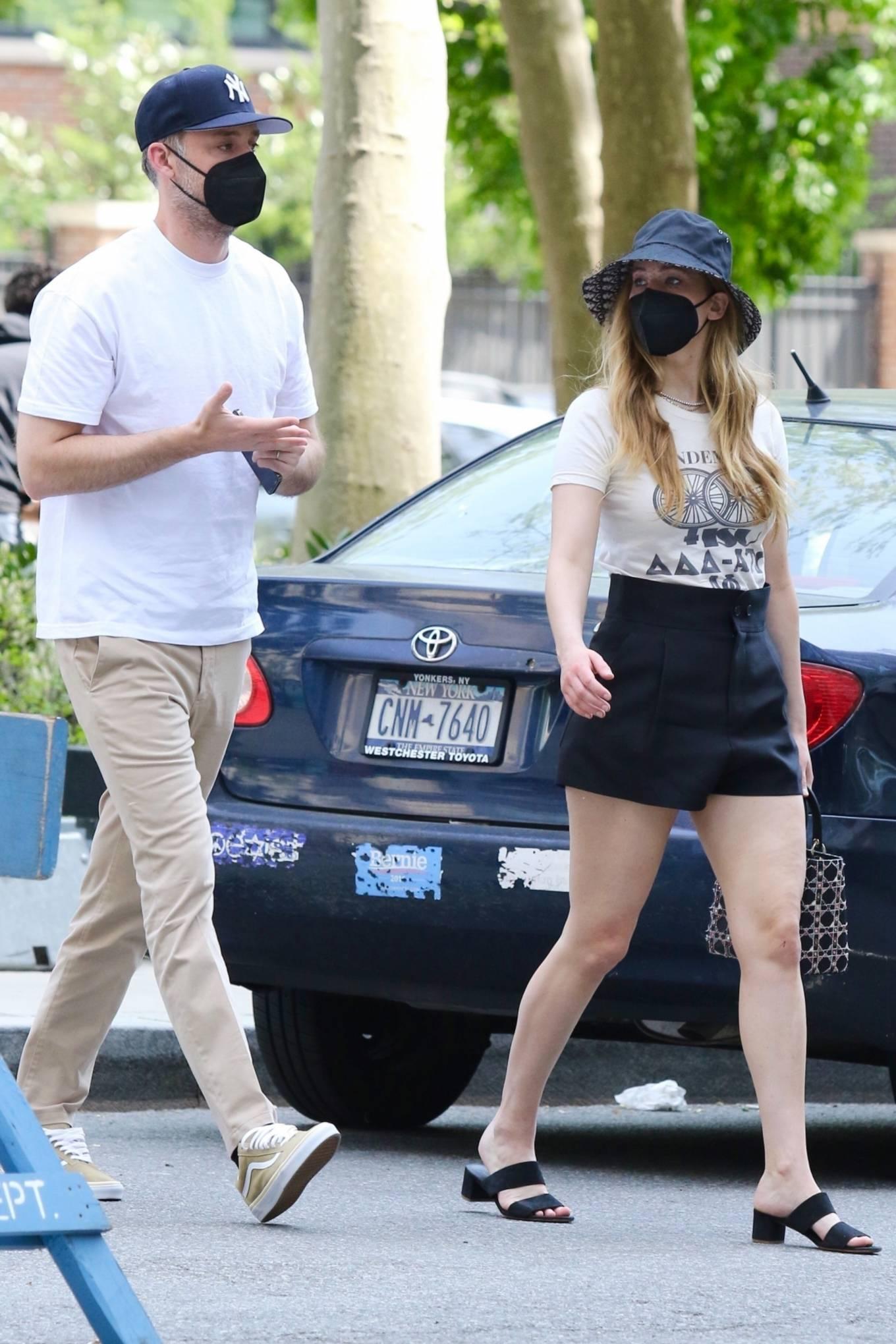 Jennifer Lawrence 2021 : Jennifer Lawrence – With husband Cooke Maroney in Manhattan's Soho area-10