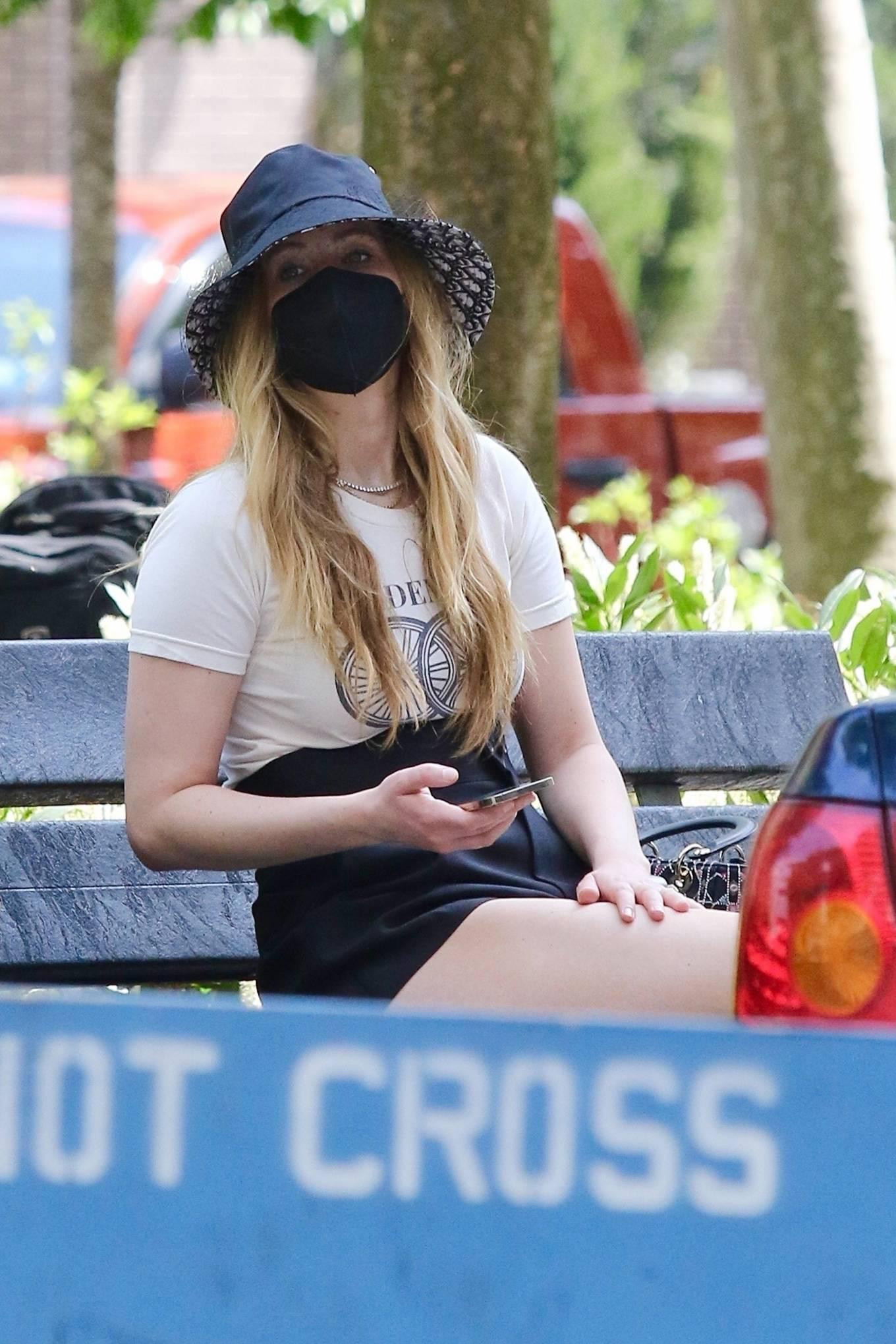 Jennifer Lawrence 2021 : Jennifer Lawrence – With husband Cooke Maroney in Manhattan's Soho area-13