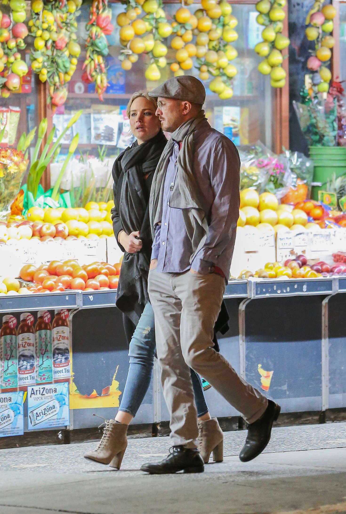 Jennifer Lawrence with new boyfriend Darren Aronofsky -02 ...