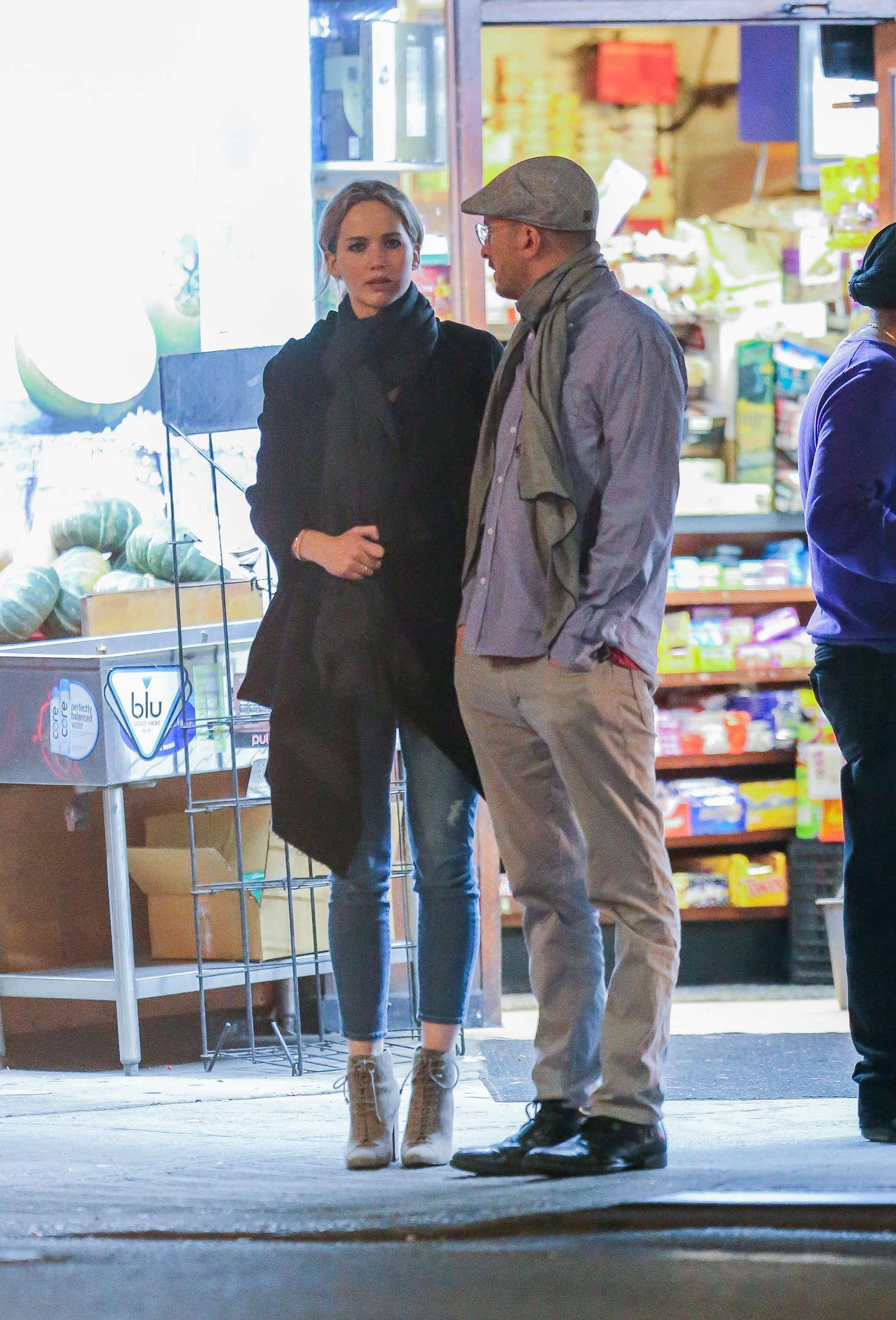 Jennifer Lawrence with new boyfriend Darren Aronofsky -08 ...