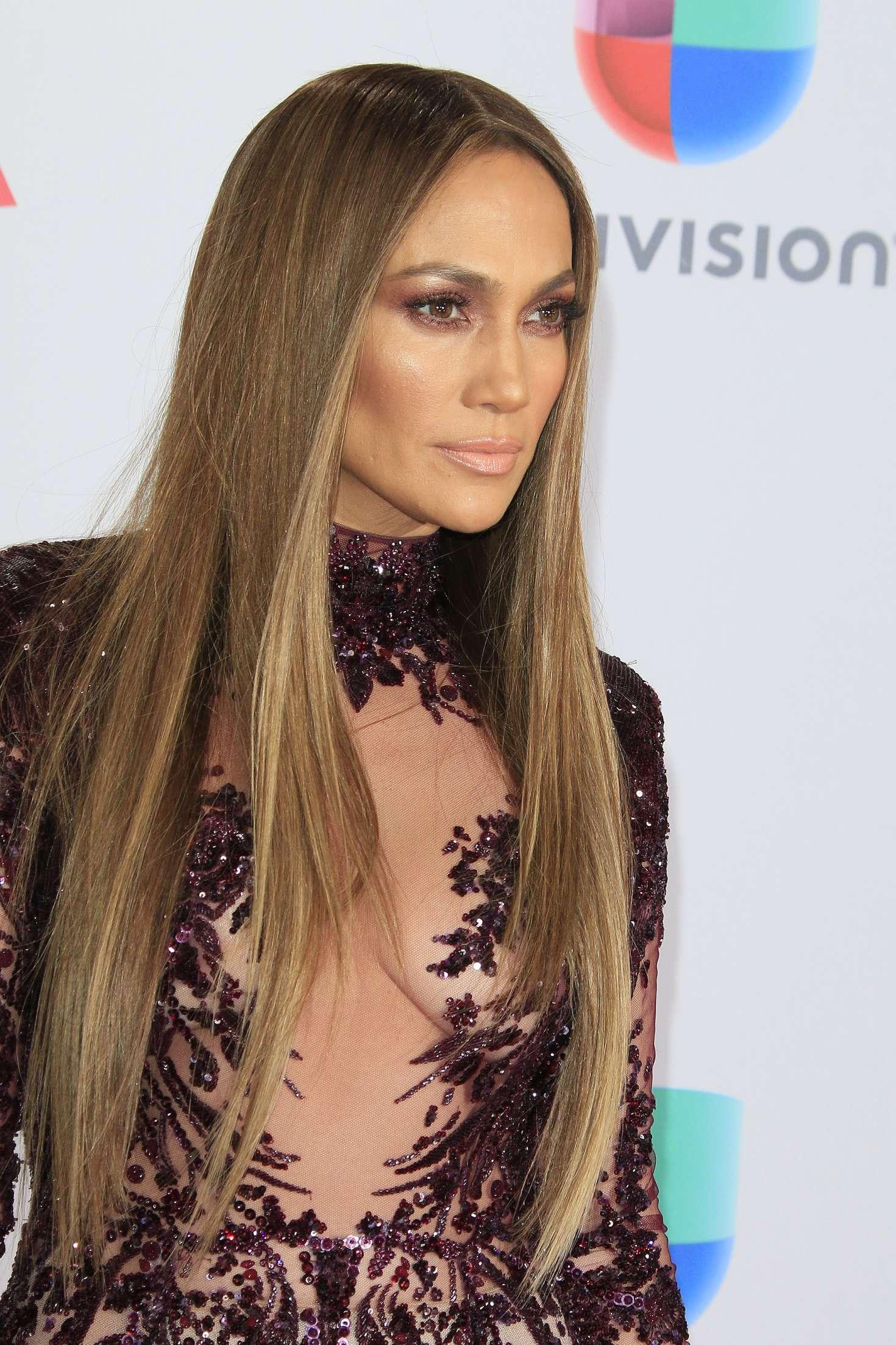 Jennifer Lopez 2016 : Jennifer Lopez: 17th Annual Latin Grammy Awards -01