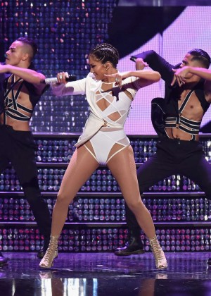 Jennifer Lopez: 2015 iHeartRadio Music Festival -04
