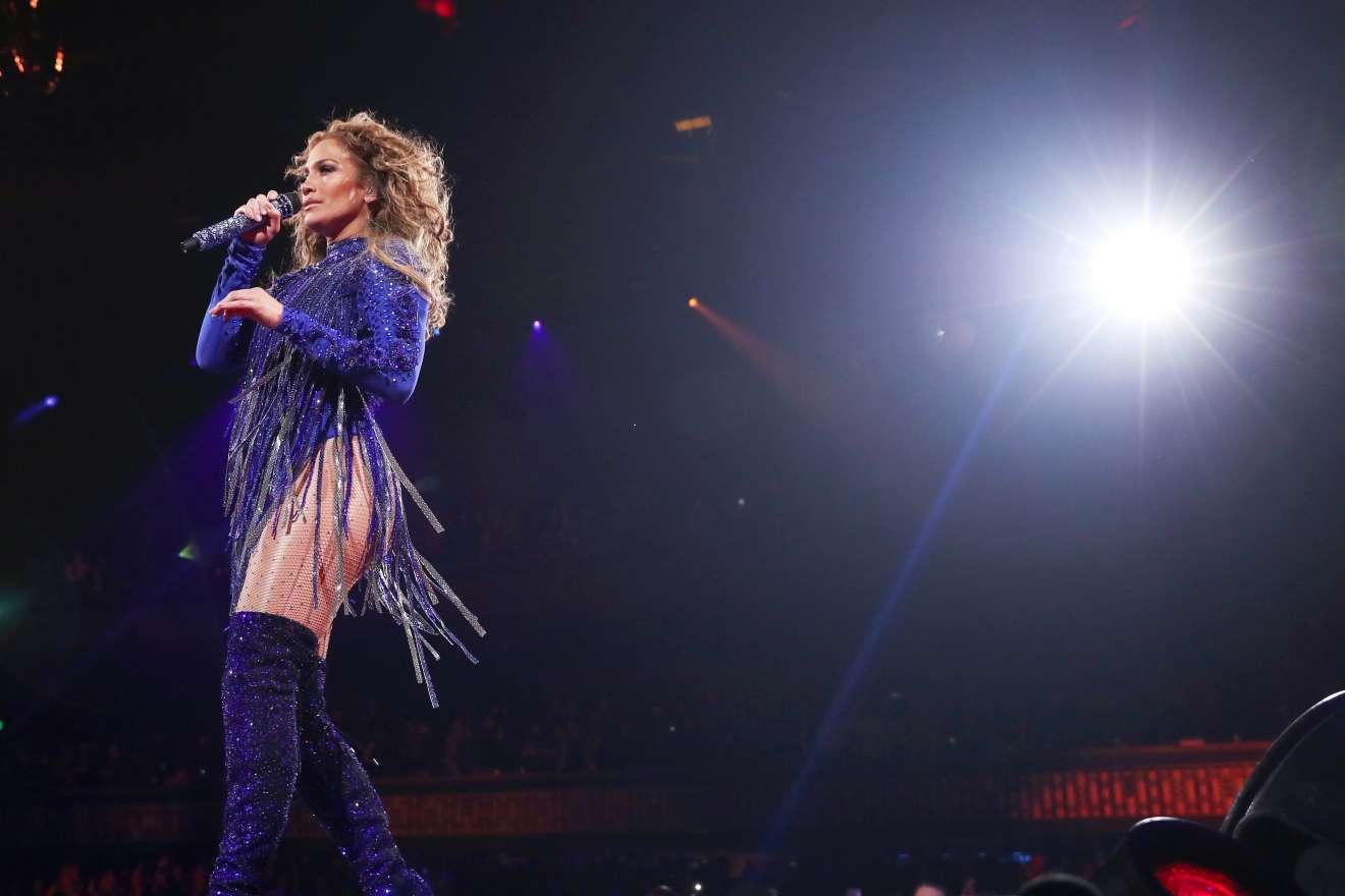 Jennifer Lopez 2018 : Jennifer Lopez: 2018 DIRECTV NOW Super Saturday Night Concert in Minneapolis-03