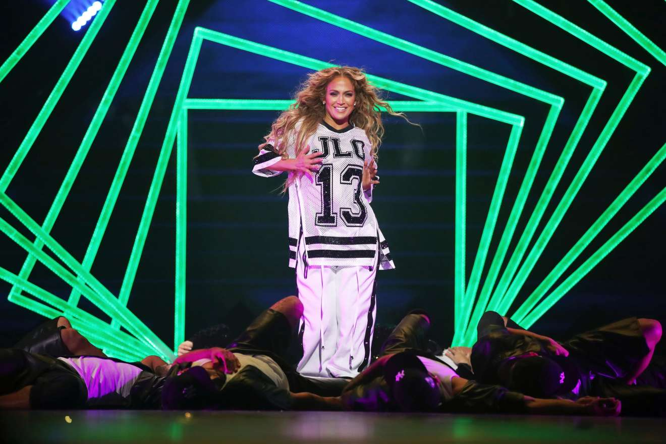Jennifer Lopez 2018 : Jennifer Lopez: 2018 DIRECTV NOW Super Saturday Night Concert in Minneapolis-04