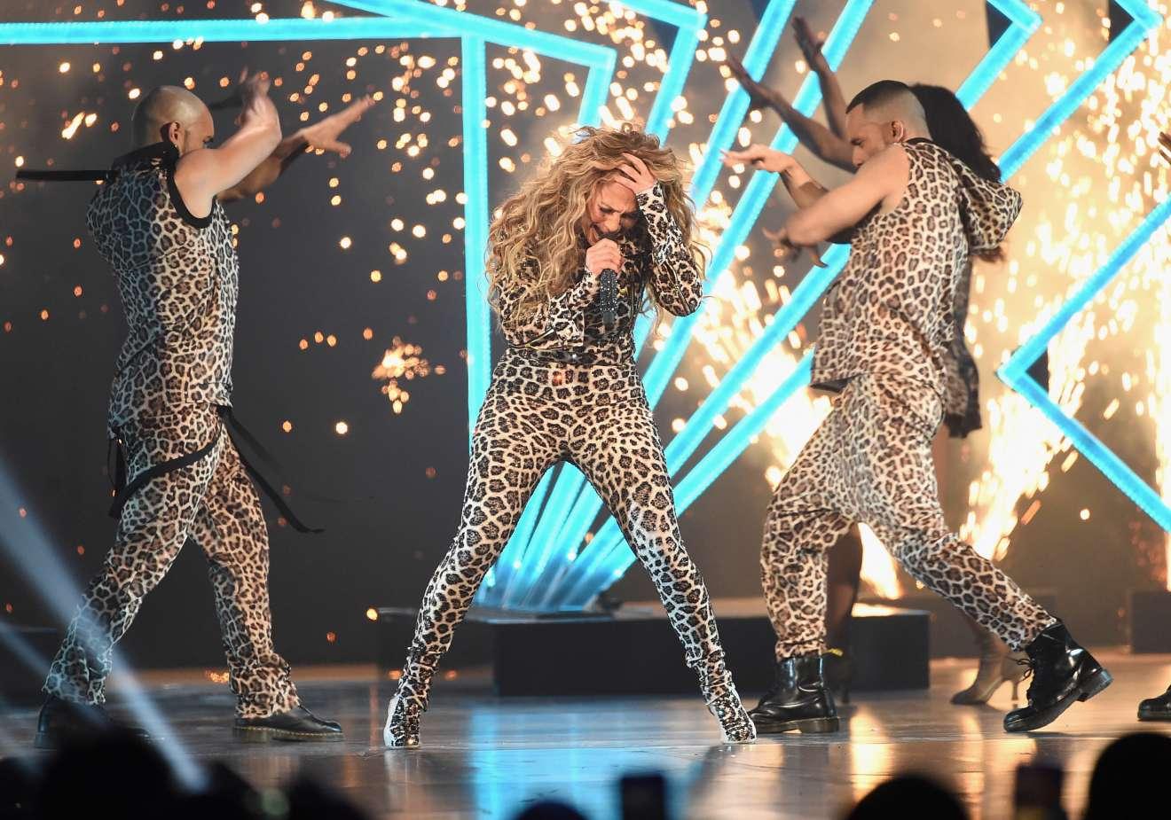 Jennifer Lopez 2018 : Jennifer Lopez: 2018 DIRECTV NOW Super Saturday Night Concert in Minneapolis-05