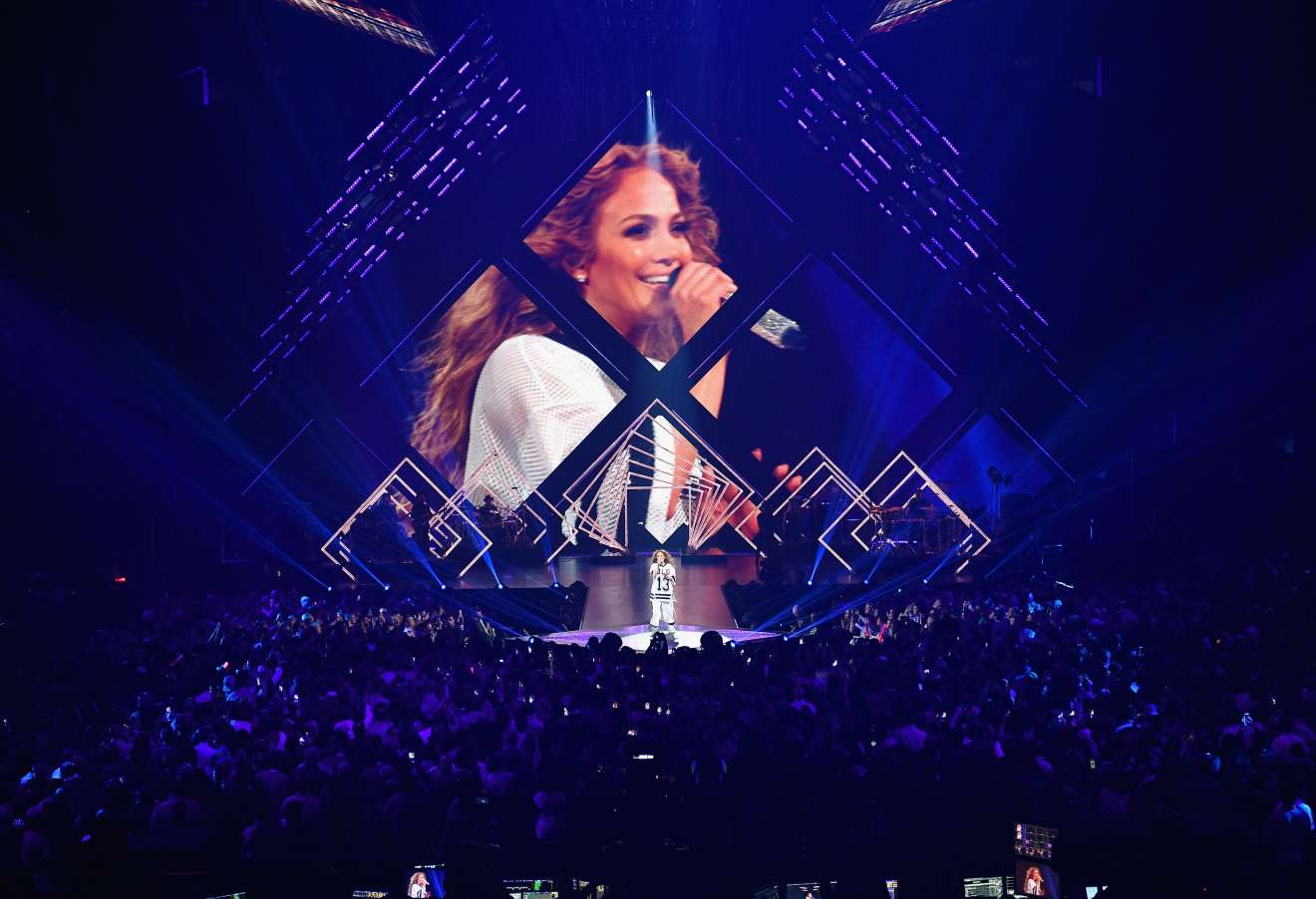 Jennifer Lopez 2018 : Jennifer Lopez: 2018 DIRECTV NOW Super Saturday Night Concert in Minneapolis-06
