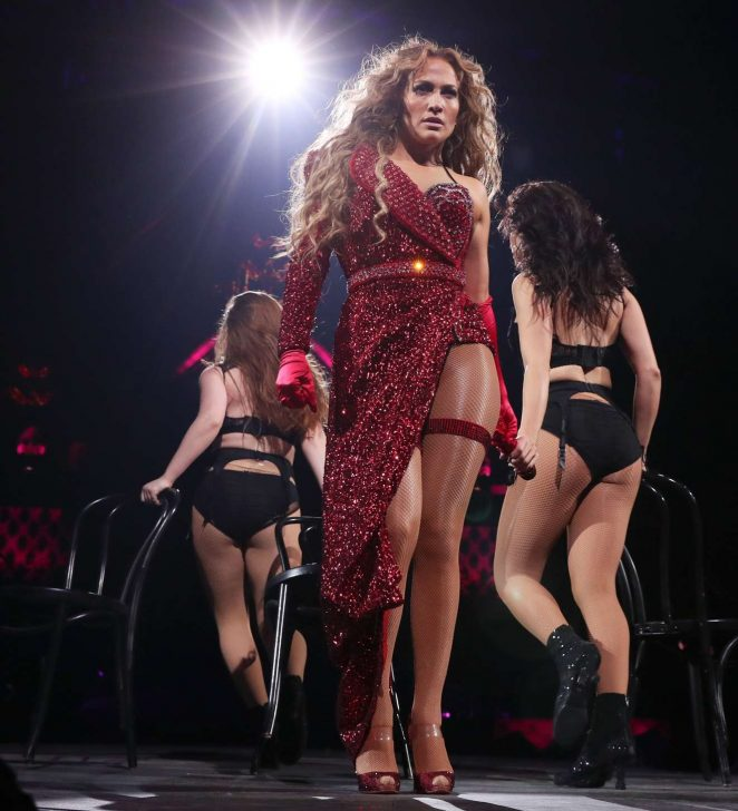 Jennifer Lopez – 2018 DIRECTV NOW Super Saturday Night Concert in Minneapolis