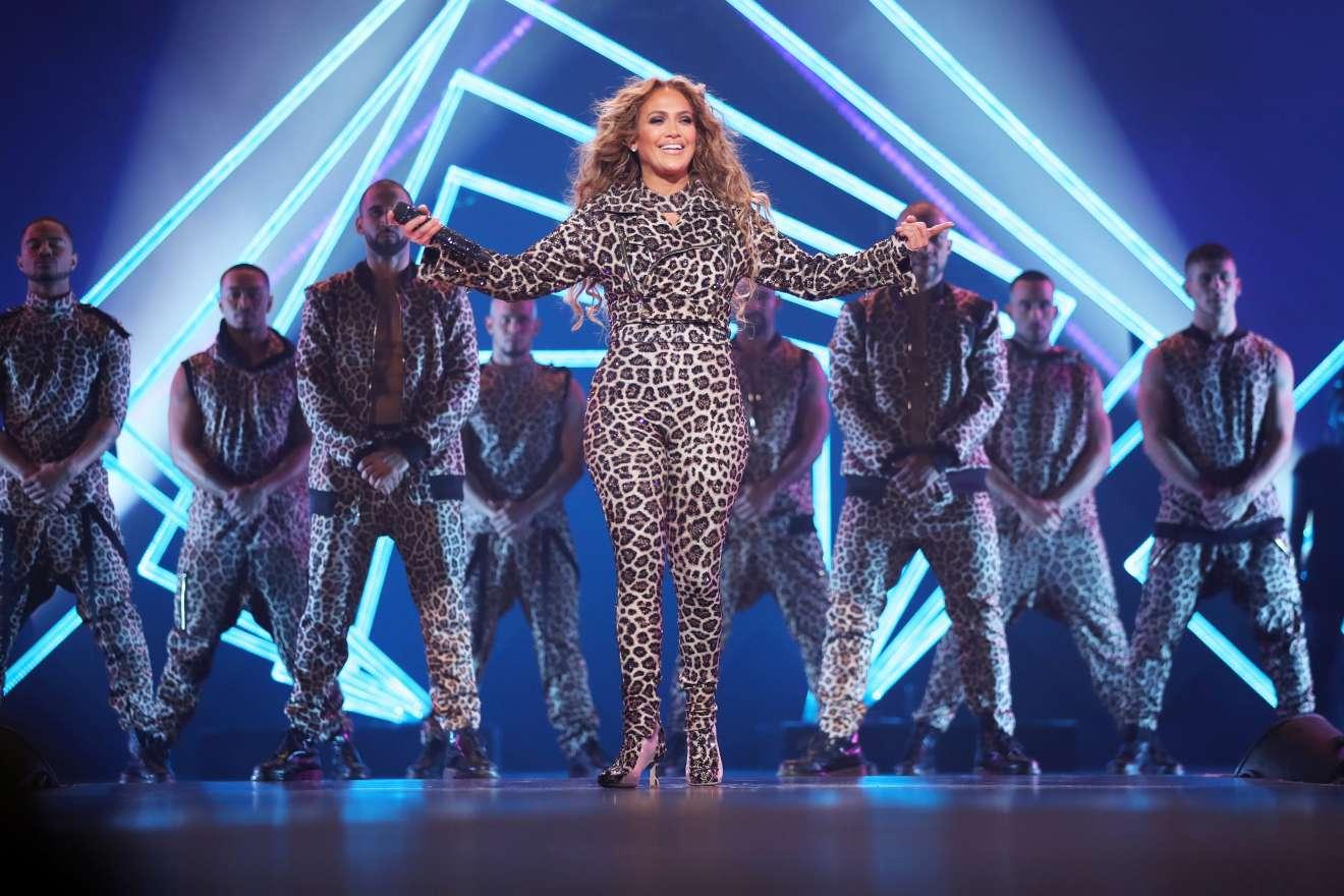 Jennifer Lopez 2018 : Jennifer Lopez: 2018 DIRECTV NOW Super Saturday Night Concert in Minneapolis-09