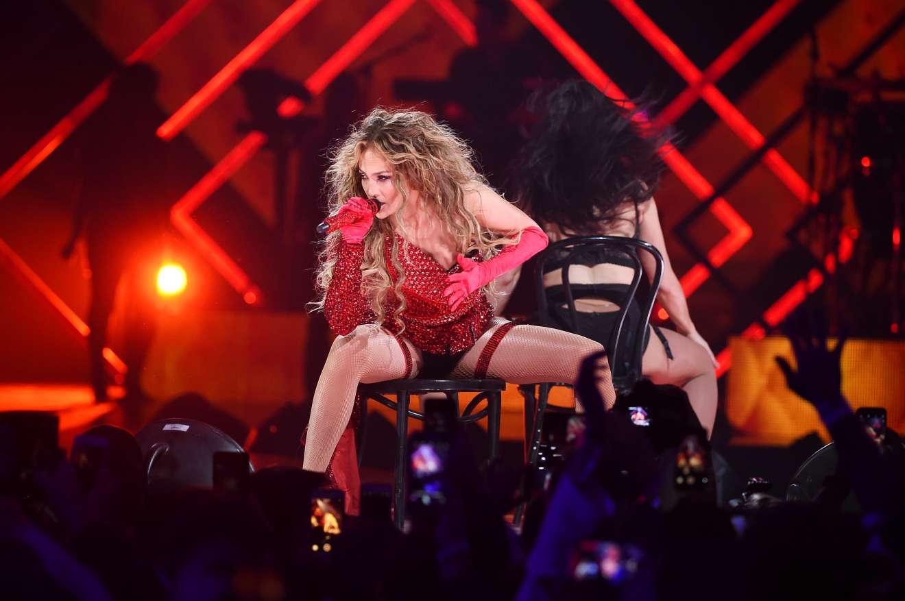 Jennifer Lopez 2018 : Jennifer Lopez: 2018 DIRECTV NOW Super Saturday Night Concert in Minneapolis-11