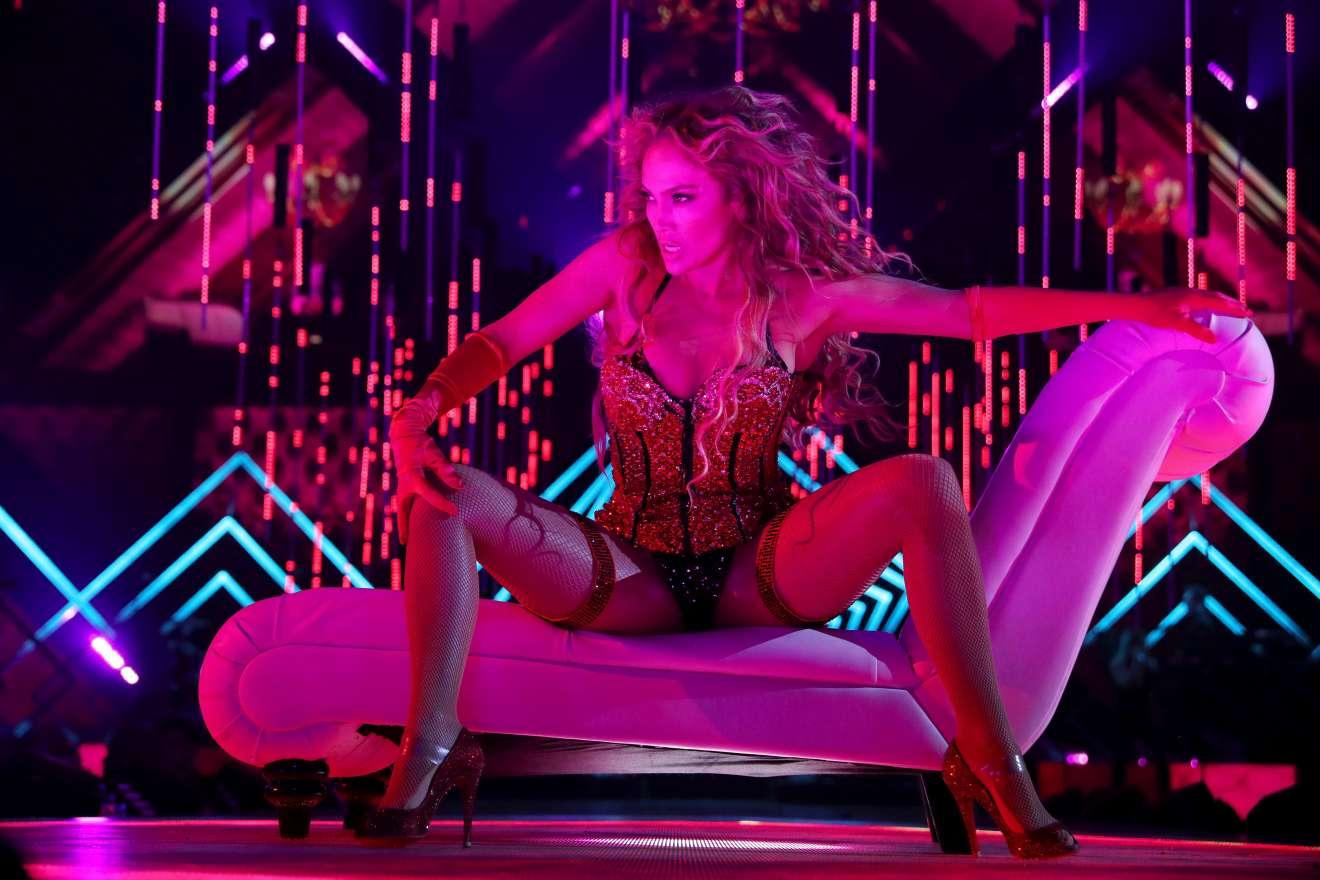 Jennifer Lopez 2018 : Jennifer Lopez: 2018 DIRECTV NOW Super Saturday Night Concert in Minneapolis-13