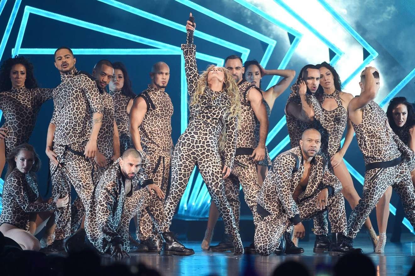 Jennifer Lopez 2018 : Jennifer Lopez: 2018 DIRECTV NOW Super Saturday Night Concert in Minneapolis-14
