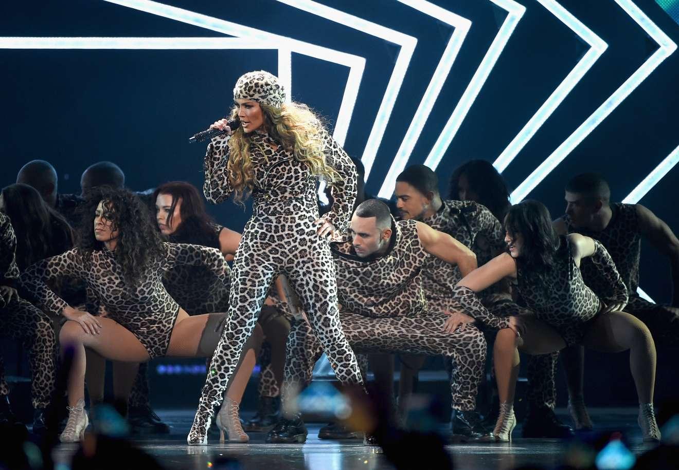 Jennifer Lopez 2018 : Jennifer Lopez: 2018 DIRECTV NOW Super Saturday Night Concert in Minneapolis-15