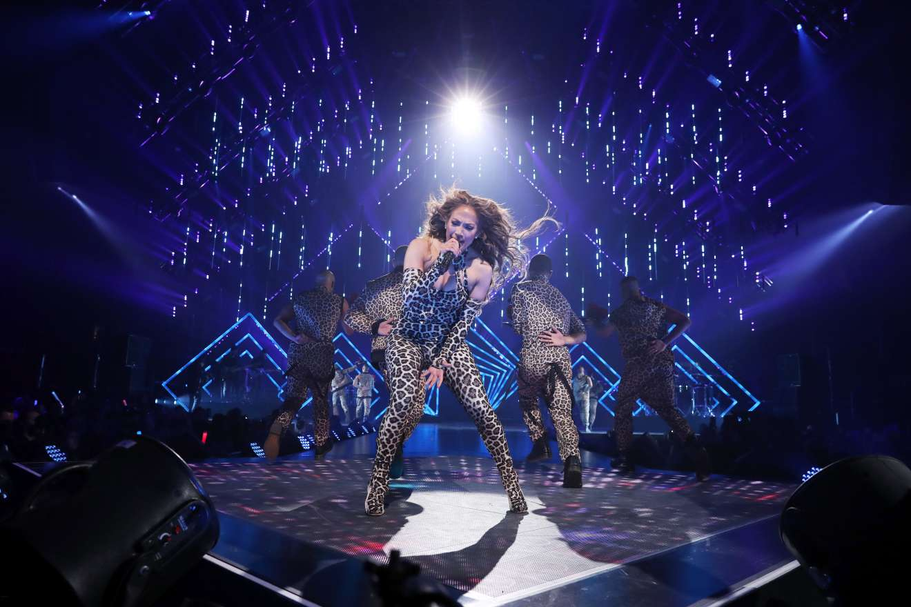 Jennifer Lopez 2018 : Jennifer Lopez: 2018 DIRECTV NOW Super Saturday Night Concert in Minneapolis-16