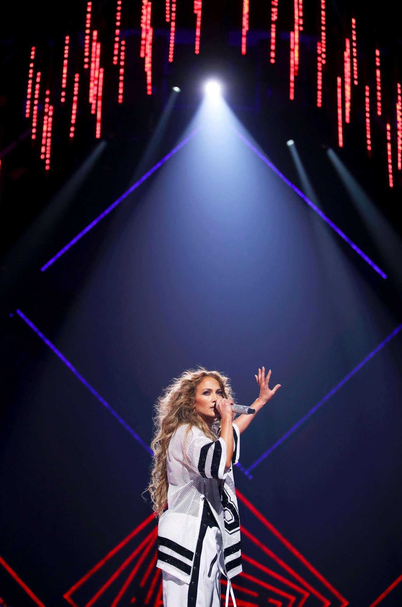 Jennifer Lopez 2018 : Jennifer Lopez: 2018 DIRECTV NOW Super Saturday Night Concert in Minneapolis-18
