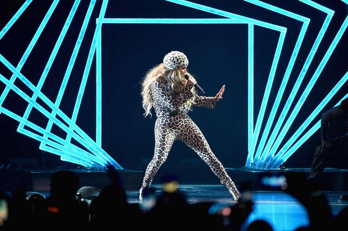 Jennifer Lopez 2018 : Jennifer Lopez: 2018 DIRECTV NOW Super Saturday Night Concert in Minneapolis-19