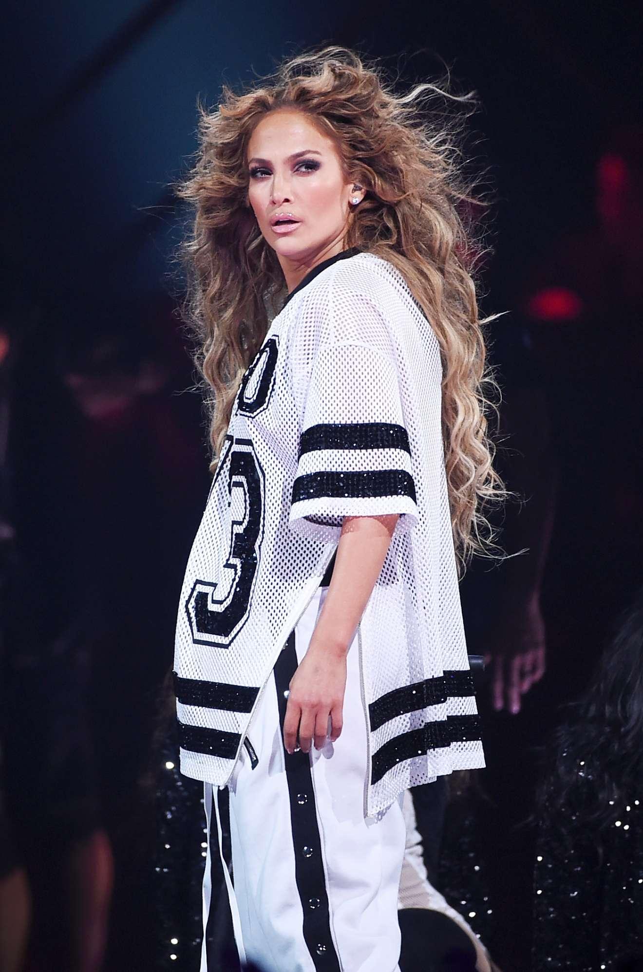 Jennifer Lopez 2018 : Jennifer Lopez: 2018 DIRECTV NOW Super Saturday Night Concert in Minneapolis-20