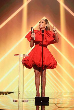 Jennifer Lopez - 2020 E! People's Choice Awards in Santa Monica