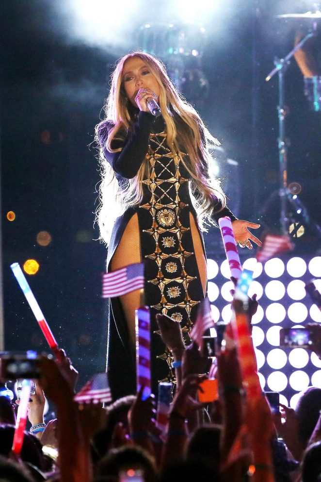 Jennifer Lopez 4th Of July Performance In New York 16