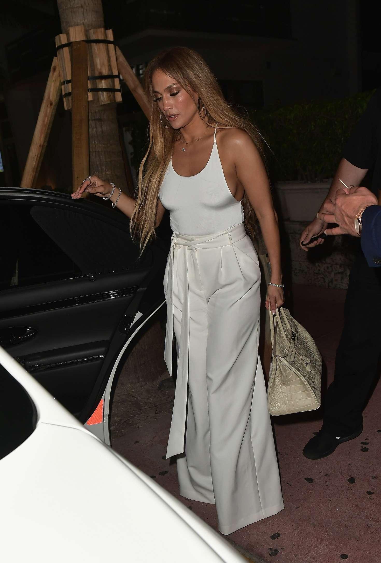 Jennifer Lopez 2017 : Jennifer Lopez and Alex Rodriguez at Prime 112 Restaurant -06