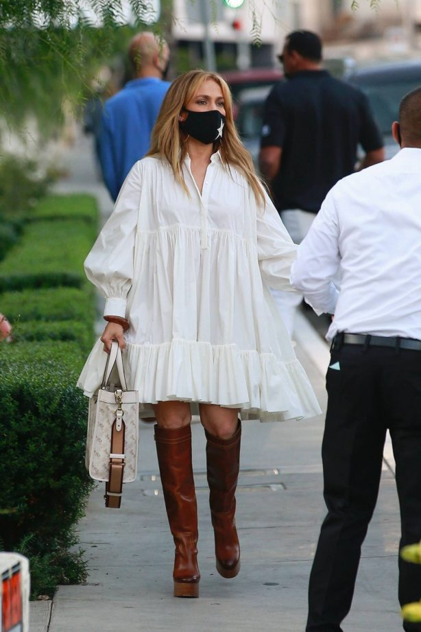Jennifer Lopez and Alex Rodriguez - Seen with friends at San Vicente Bungalows
