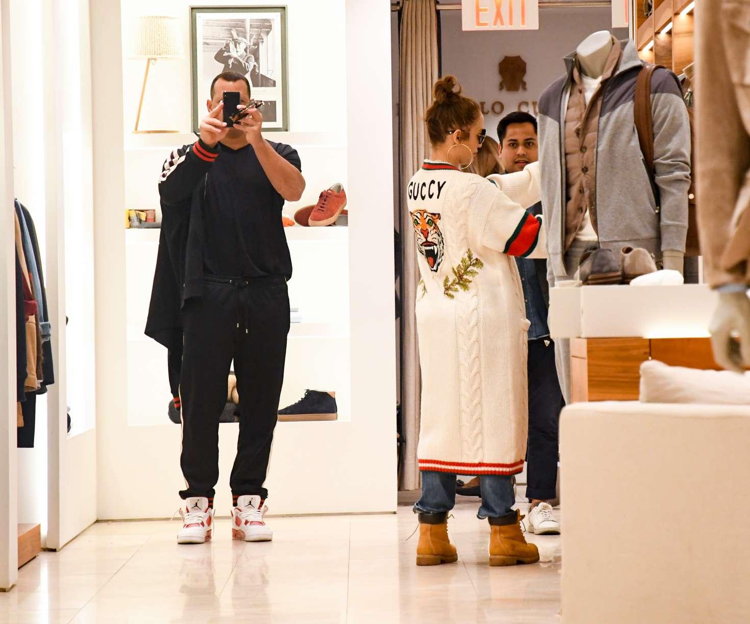 Jennifer Lopez 2017 : Jennifer Lopez and Alex Rodriguez Shopping in LA -13