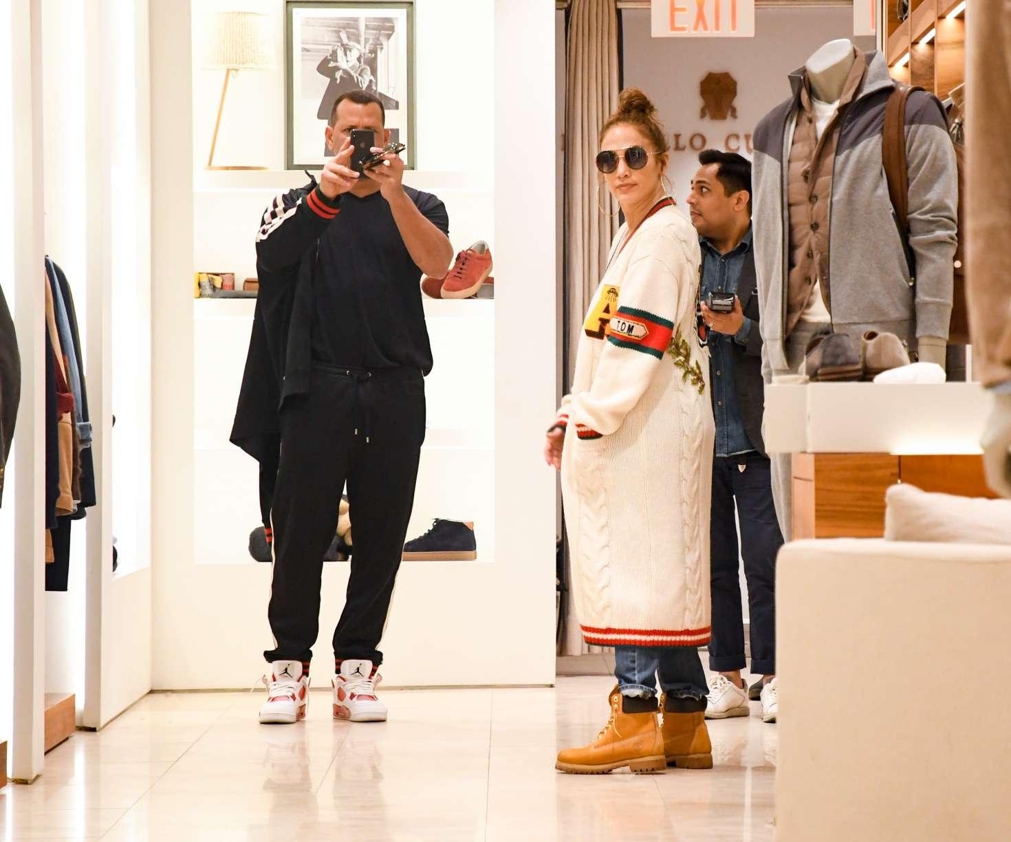 Jennifer Lopez 2017 : Jennifer Lopez and Alex Rodriguez Shopping in LA -14