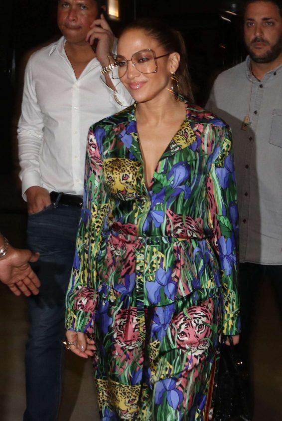 Jennifer Lopez - Arrives at a Swanky Restaurant in Tel Aviv