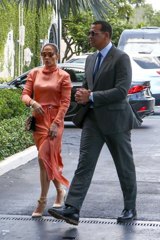 Jennifer Lopez: Arrives at Alex Rodriguez daughters graduation-03