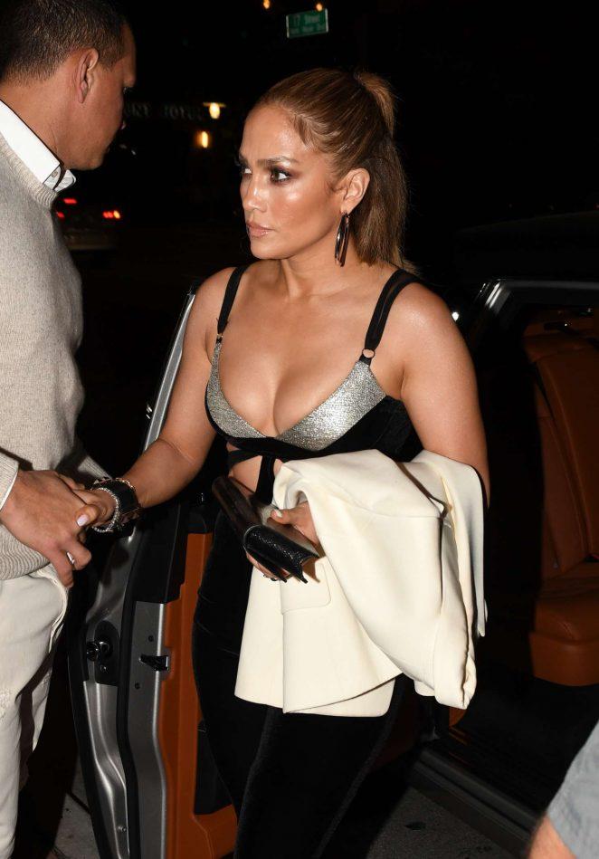Jennifer Lopez – Arrives at Casa Tua Restaurant in Miami