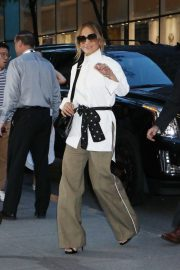 Jennifer Lopez - Arrives at 'Late Night with Seth Meyers' in New York