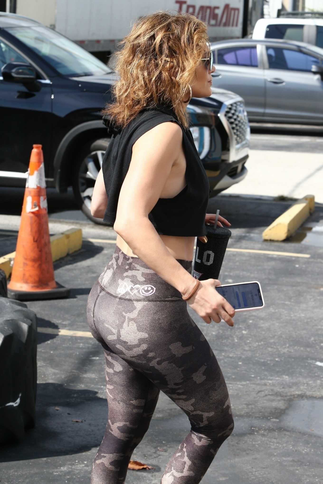 Jennifer Lopez - Arrives at the gym with a new hairstyle in Miami