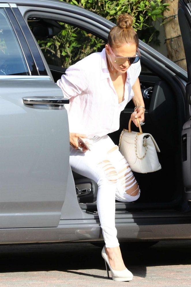 Jennifer Lopez – Arrives at the studio in Los Angeles