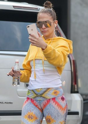 Jennifer Lopez - Arrives at the studio in Los Angeles