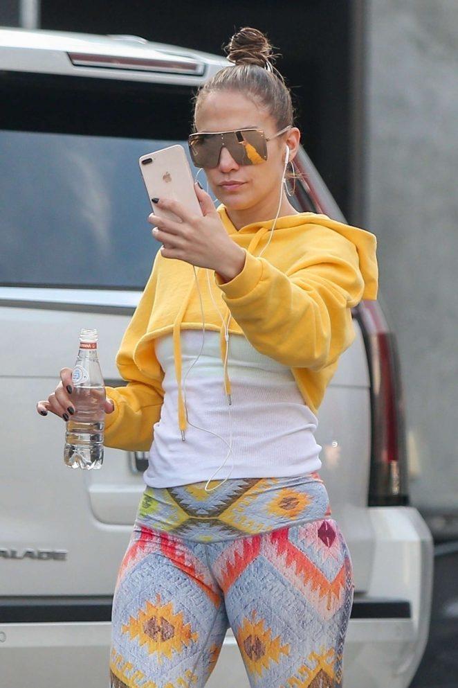 Jennifer Lopez - Arrives at the studio in Los Angeles