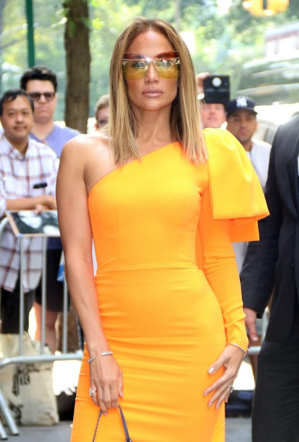 Jennifer Lopez - Arrives at The View promoting 'Hustlers' in New York