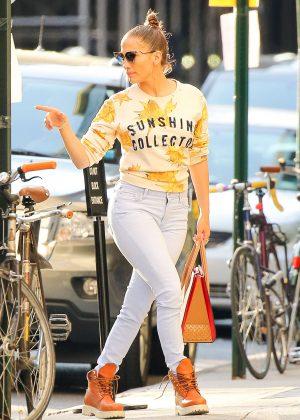 Jennifer Lopez - Arrives back at her apartment in New York
