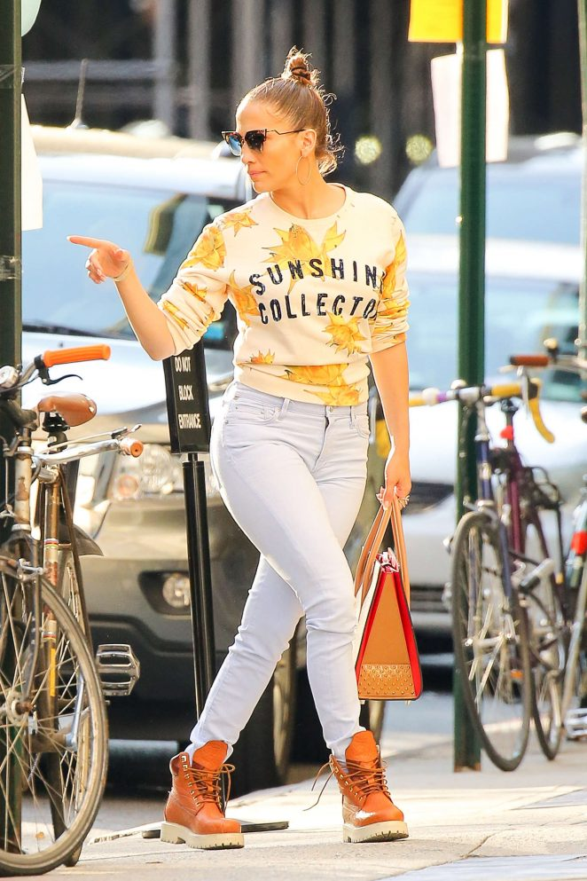 Jennifer Lopez – Arrives back at her apartment in New York