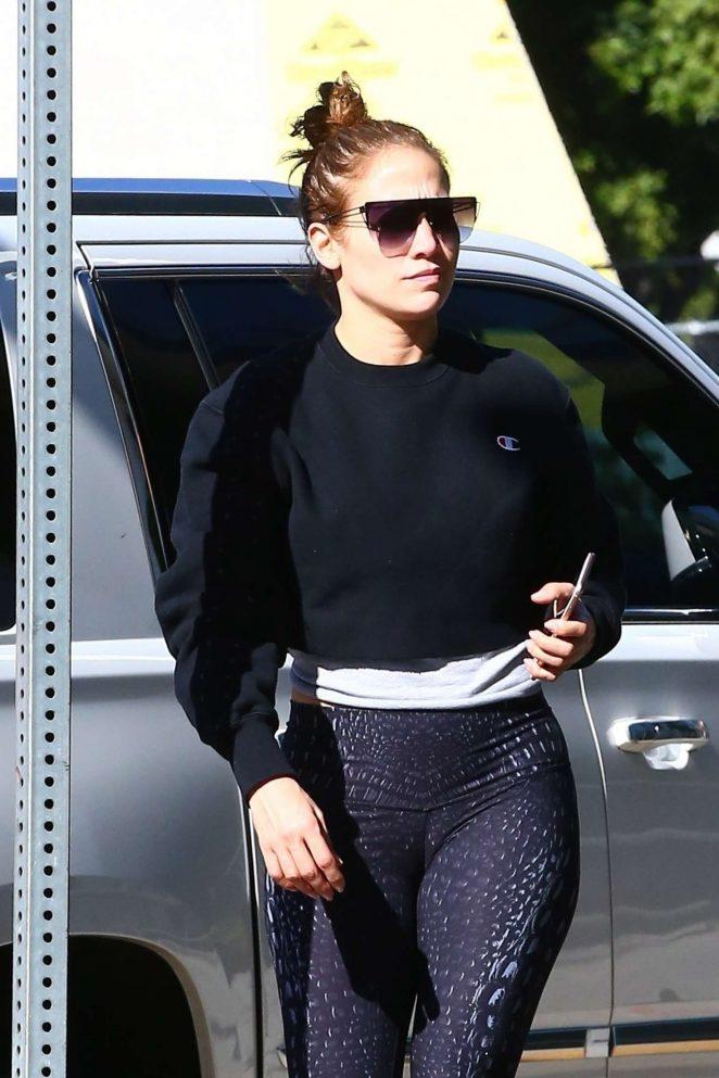 Jennifer Lopez - Arrives to a workout in Los Angeles