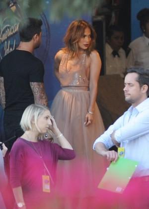 Jennifer Lopez - Arriving at 'American Idol Finale' in Los Angeles