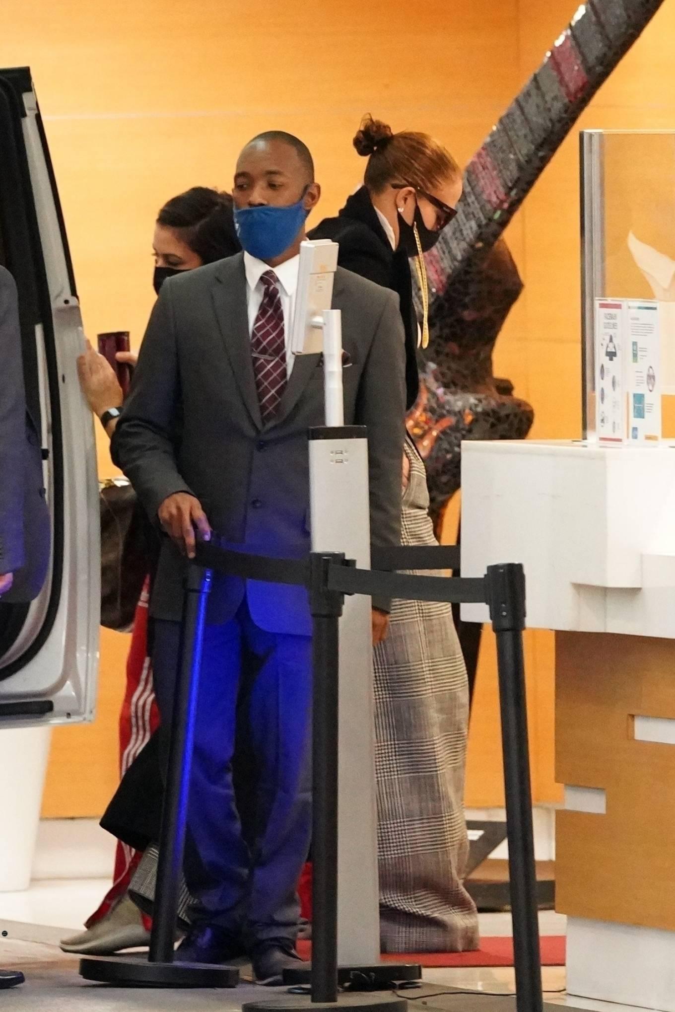 Jennifer Lopez 2020 : Jennifer Lopez – Arriving at an office building in Los Angeles-02