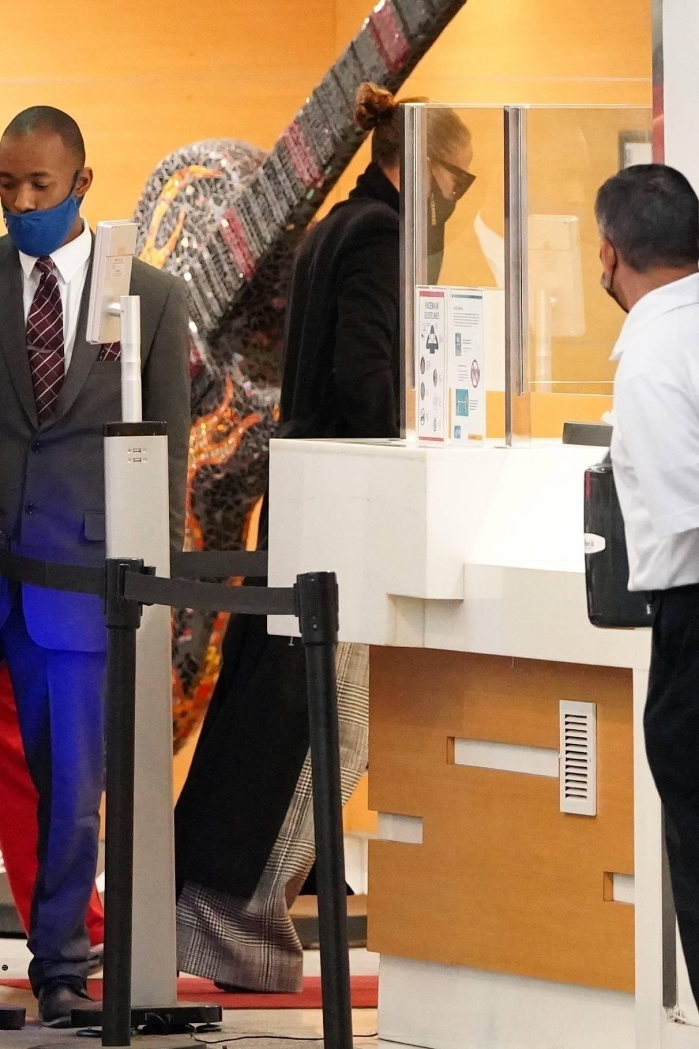 Jennifer Lopez 2020 : Jennifer Lopez – Arriving at an office building in Los Angeles-03