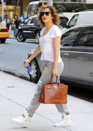 Jennifer Lopez - Arriving at her apartment in NYC