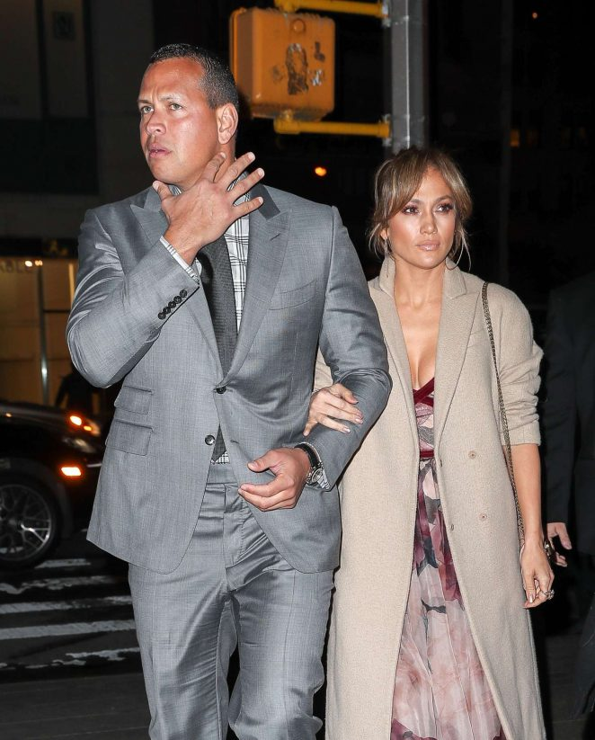 Jennifer Lopez Arriving at Nobu restaurant in NYC