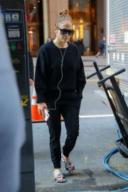 Jennifer Lopez - Arriving at the set of 'Marry Me' in New York