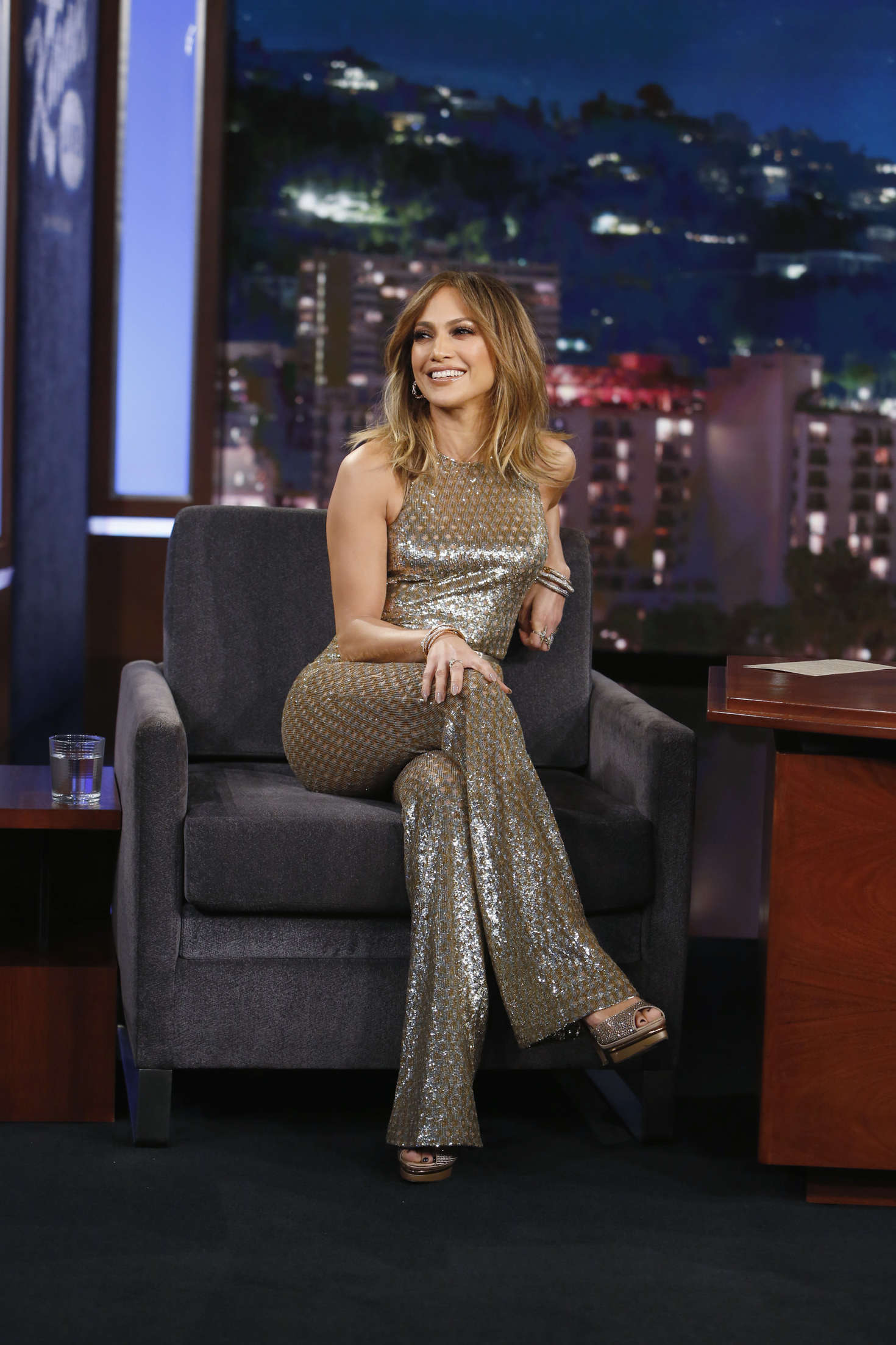 Jennifer lopez at 39 jimmy kimmel live 39 in la Where does jennifer lopez live