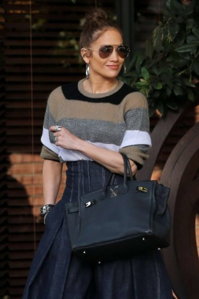 Jennifer Lopez at South Beverly Grill in Beverly Hills