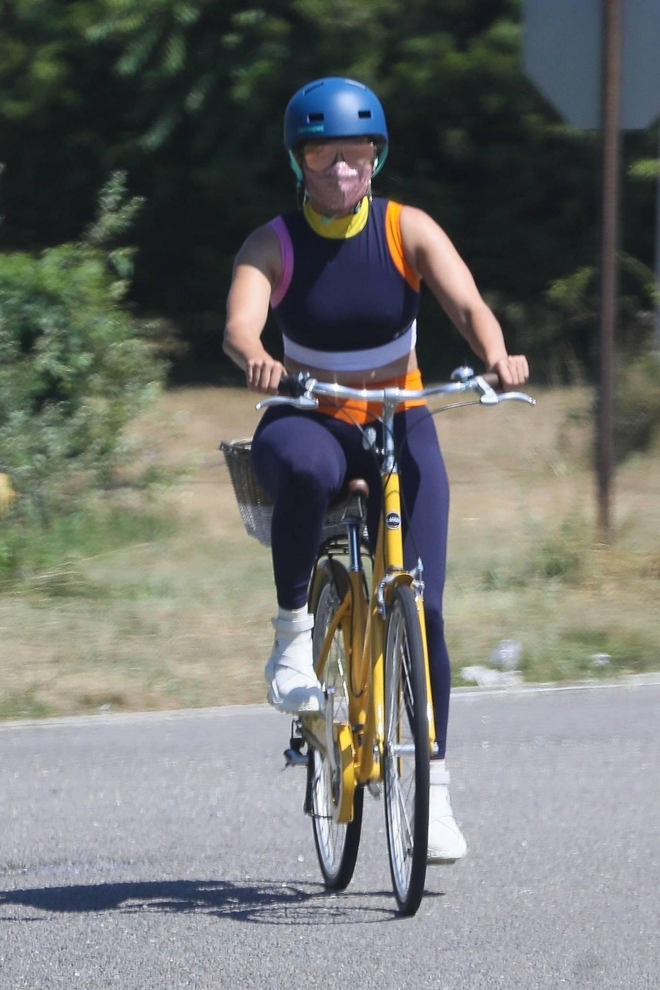 Jennifer Lopez 2020 : Jennifer Lopez – Bike ride in The Hamptons-02