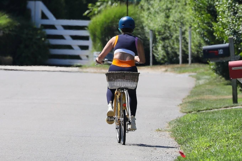 Jennifer Lopez 2020 : Jennifer Lopez – Bike ride in The Hamptons-03